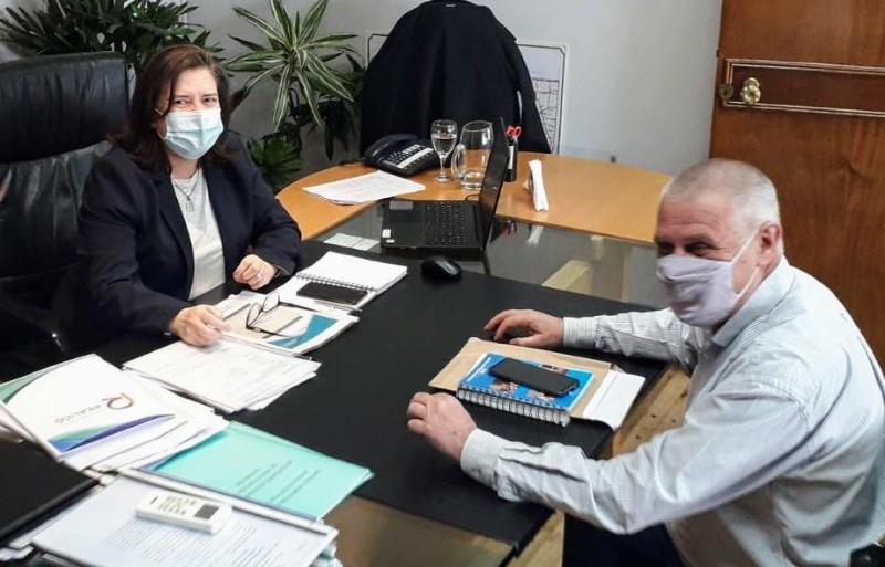 El intendente Pavoni junto a la ministra de la Producción